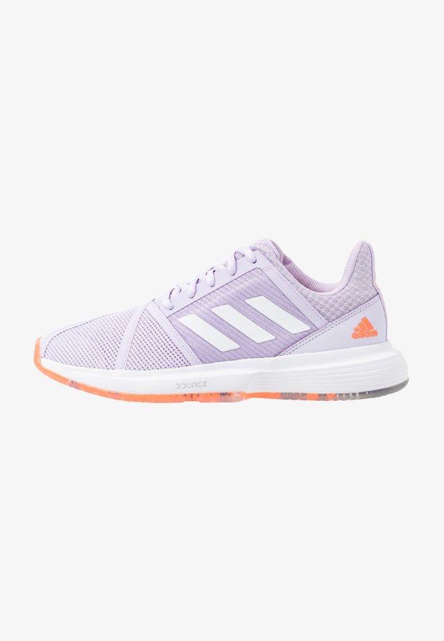 COURTJAM BOUNCE - Multicourt tennis shoes - signal coral/purple tint/tech purple