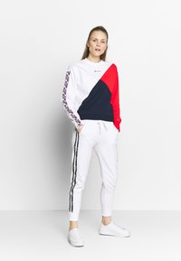Champion - RIB CUFF PANTS - Verryttelyhousut - white - 1
