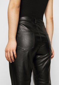 Glamorous Petite - TROUSER WITH POCKET DETAIL - Trousers - black - 6