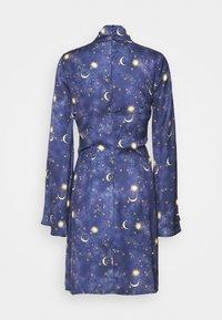 Never Fully Dressed Tall - HIGH NECK MINI MOON AND STARS DRESS - Robe d'été - navy/multi - 1