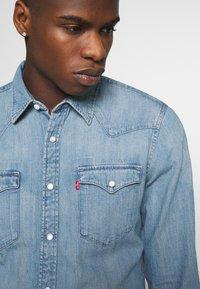 Levi's® - BARSTOW WESTERN SLIM - Skjorta - dark indigo - worn in - 5