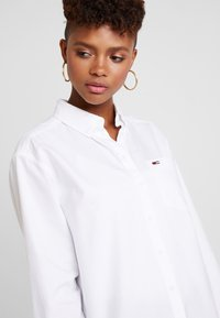 Tommy Jeans - CLASSICS - Button-down blouse - white - 3