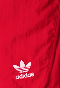adidas Originals - 3 STRIPES ADICOLORSHORTS - Shorts - scarlet - 2