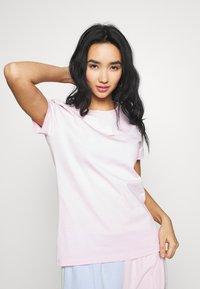 Nike Sportswear - Print T-shirt - pink foam - 3