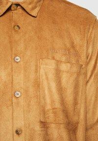 Han Kjøbenhavn - BOXY  - Shirt - brown suede - 7