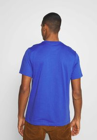 Nike Sportswear - BRAND RIFFS - Camiseta estampada - astronomy blue - 2