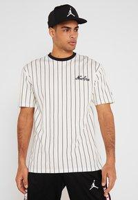 New Era - NEW ERA PINSTRIPE OVERSIZED TEE - Print T-shirt - off white/navy - 0