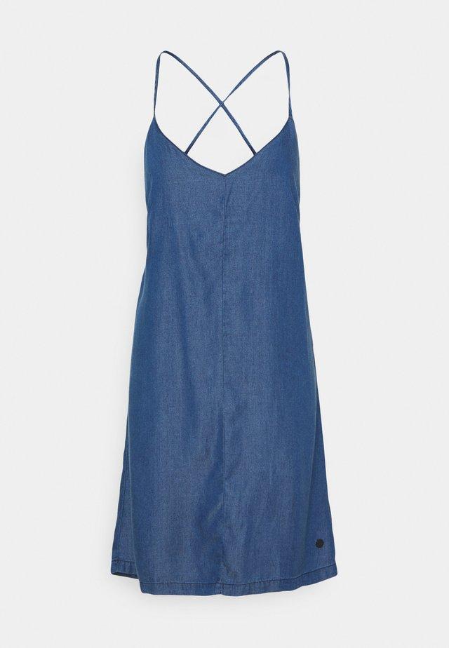 MELODY - Denimové šaty - denim
