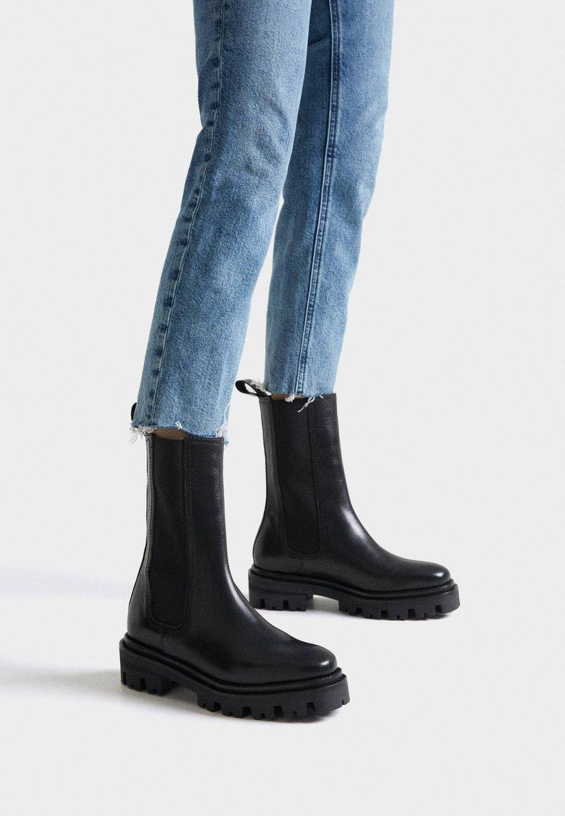 Uterqüe - Kotníková obuv - black