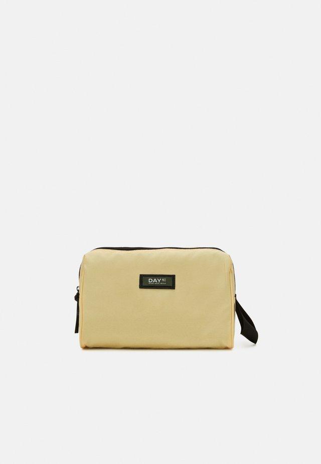 GWENETH BEAUTY - Kosmetická taška - yellow iris
