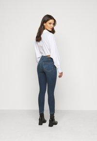 Vero Moda Petite - VMSOPHIA SKINNY JEANS PETI - Jeans Skinny Fit - medium blue denim - 2