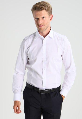BODY FIT ITALIEN  - Formal shirt - weiß