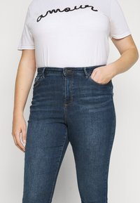 Vero Moda Curve - VMSOPHIA - Jeans Skinny Fit - medium blue denim - 4