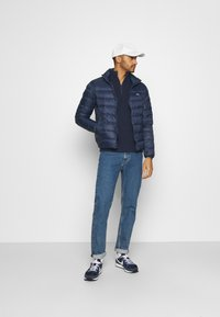 Tommy Jeans - PACKABLE LIGHT JACKET - Daunenjacke - twilight navy - 1