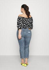 ONLY Carmakoma - CARMILY MOM ANKEL - Jeans Tapered Fit - medium blue denim - 2