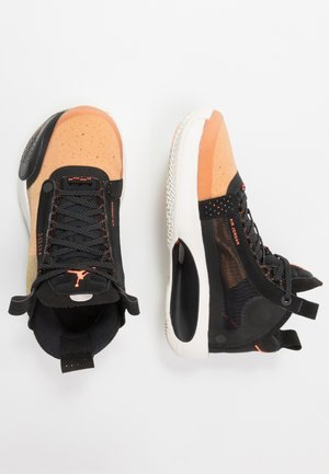 AIR XXXIV BG - Basketbalové boty - amber rise/metallic silver/black/sail/hyper crimson