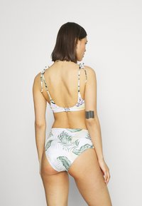 Rip Curl - COASTAL PALMS ROLLUP GOOD - Bikini bottoms - white - 2