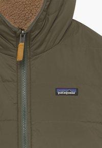 Patagonia - BOYS' REVERSIBLE READY FREDDY HOODY - Winter jacket - basin green - 4