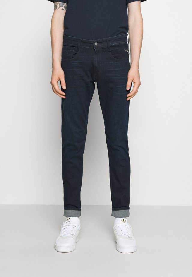 BRONNY - Jeans Tapered Fit - dark blue