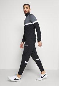 Nike Performance - ACADEMY SUIT - Träningsset - black/white - 6