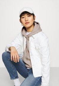 Calvin Klein Jeans - MONOGRAM LOGO - Hoodie - beige - 3