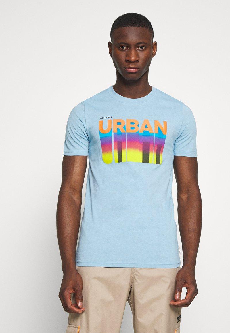 Jack & Jones - JCOHOFF TEE CREW NECK SLIM - Print T-shirt - dusk blue