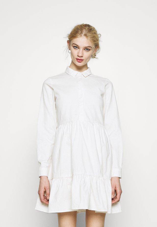 Denimové šaty - cloud dancer