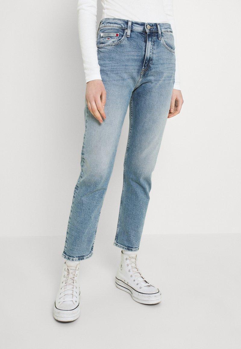 Tommy Jeans - IZZIE SLIM ANKLE - Slim fit jeans - denim light