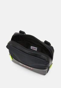 Tommy Jeans - CAMPUS TWIST CHEST BAG - Bum bag - black - 3