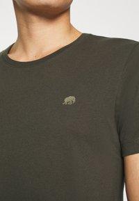 Banana Republic - LOGO SOFTWASH TEE - Basic T-shirt - nightshade global - 4