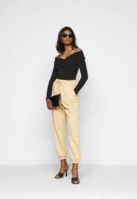 Fashion Union Petite - SWIFT - Long sleeved top - black - 1
