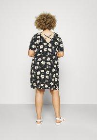 ONLY Carmakoma - BANDANA - Jersey dress - black/yellow - 2