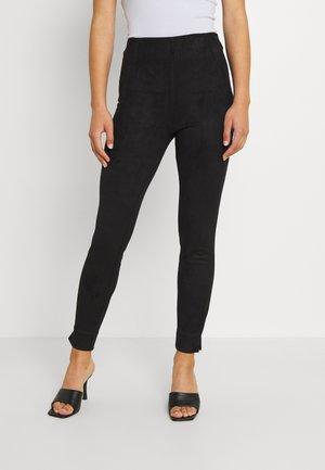 VIGHITA - Spodnie materiałowe - black