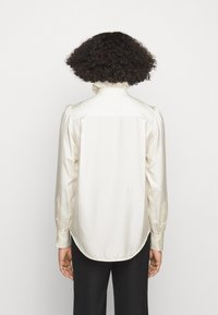 Victoria Beckham - VICTORIAN DETAIL BLOUSE - Button-down blouse - off white - 2