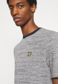 Lyle & Scott - Basic T-shirt - dark navy - 3