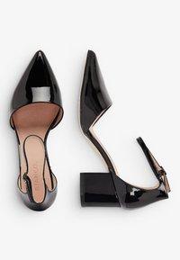 Bianco - IN MANDELFORM - Classic heels - black - 2