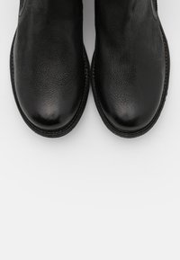 Levi's® - MAINE CHELSEA - Kotníková obuv - regular black - 5
