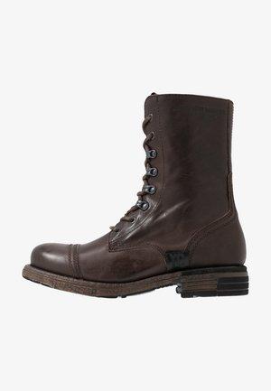 UTAH - Botas con cordones - brown