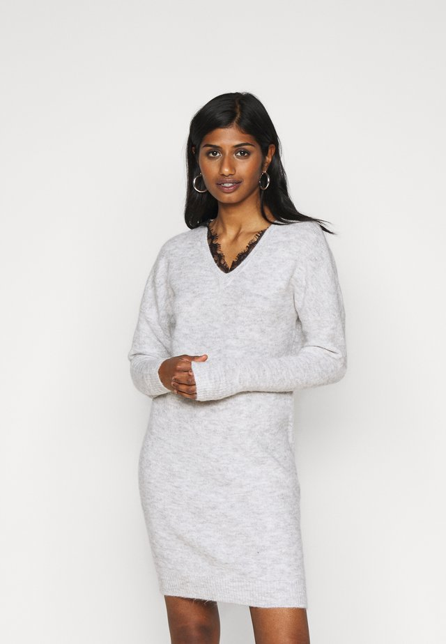 VMIVA V NECK DRESS - Neulemekko - light grey melange/black