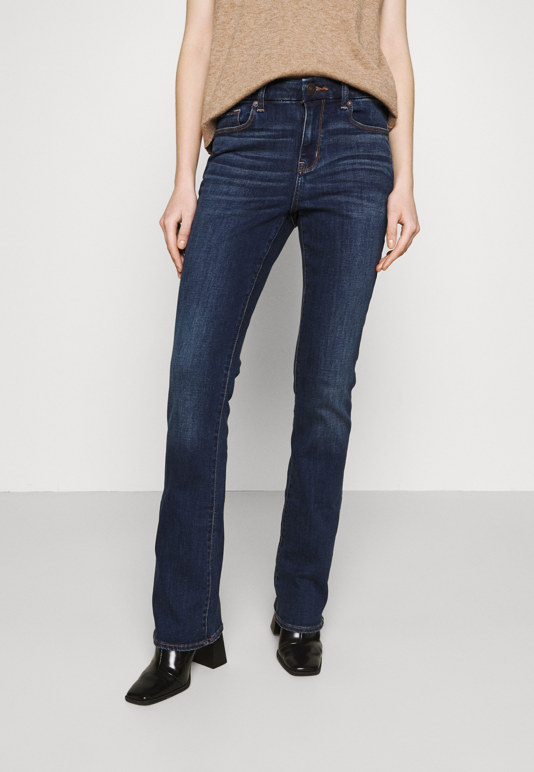 Women CURVY KICK - Flared Jeans