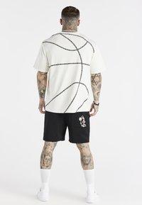 SIKSILK - SPACE JAM BASKETBALL GRAPHIC TEE - T-shirt imprimé - ecru - 2