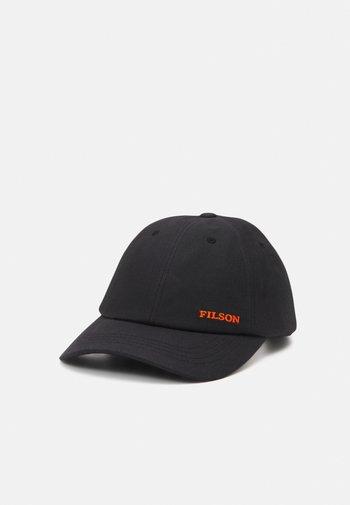 OIL TIN LOW-PROFILE - Cap - black