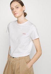 CLOSED - Basic T-shirt - ivory - 3