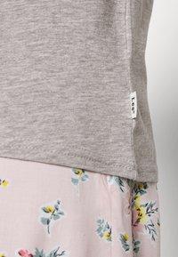 Lee - SLIM FIT TEE - Basic T-shirt - grey mele - 5