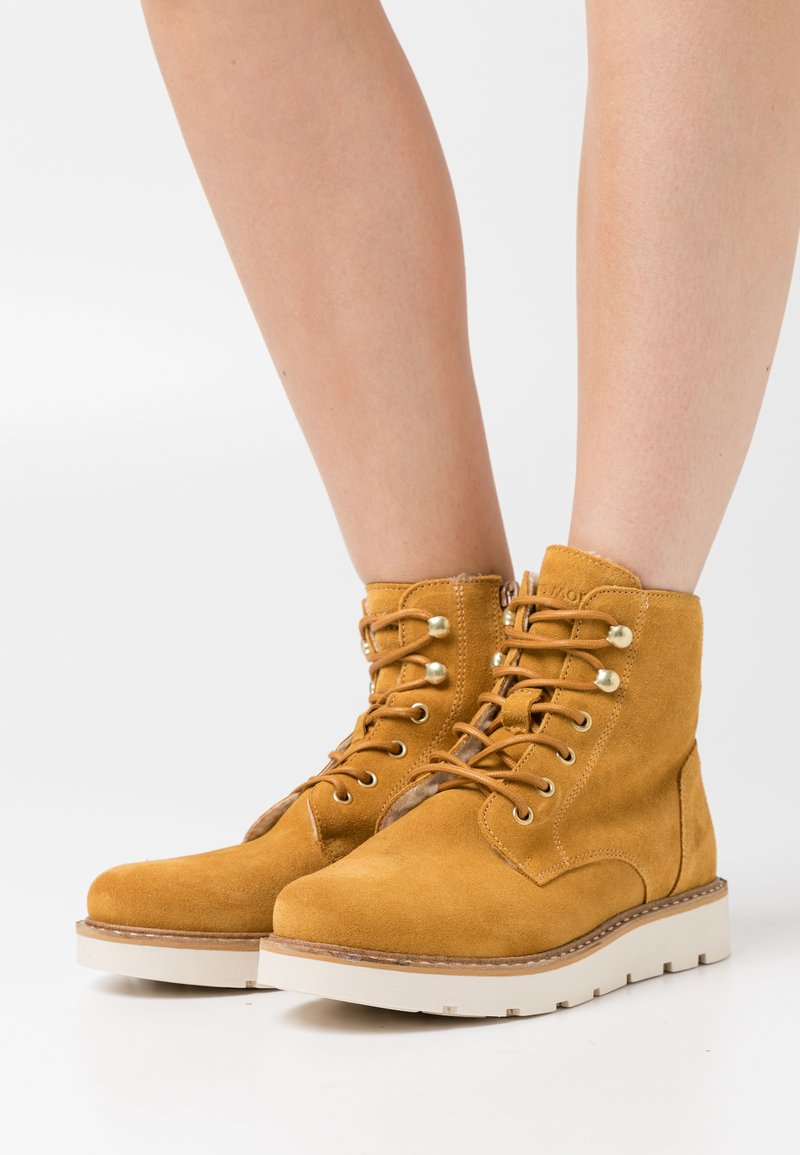 Vero Moda Wide Fit - VMRIALO BOOT WIDE FIT - Winter boots - buckthorn brown