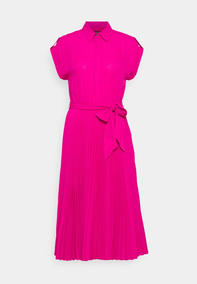 DRAPEY DRESS - Blousejurk - nouveau bright pi