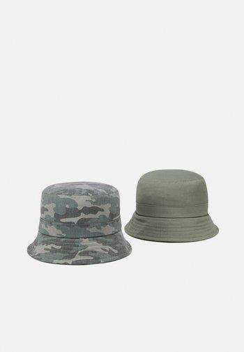 NKMBOJAN HAT 2 PACK UNISEX - Hat - deep lichen green