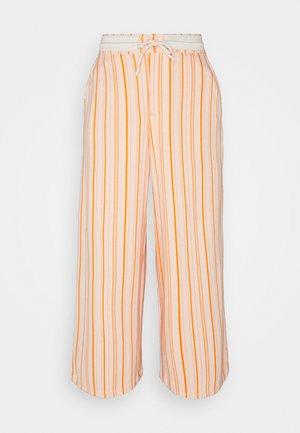 MARKVEIEN TROUSER - Teplákové kalhoty - orange