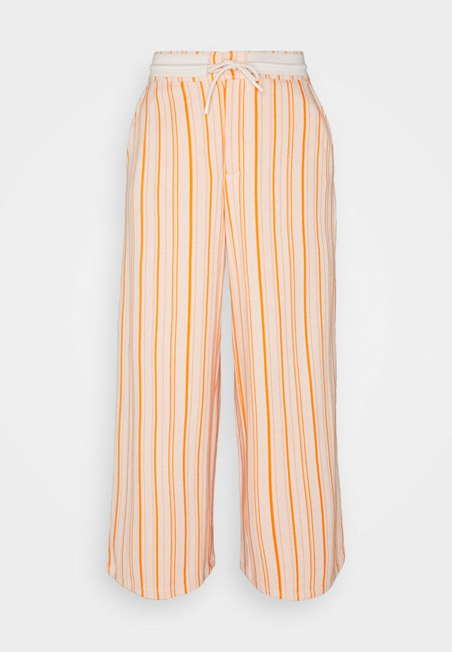 MARKVEIEN TROUSER - Trainingsbroek - orange
