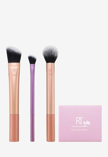 SUMMER HAZE BRUSH KIT - Makeup brush set - -